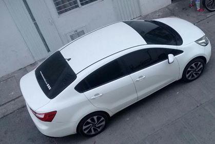 ¿Alguien ha visto este carro robado?