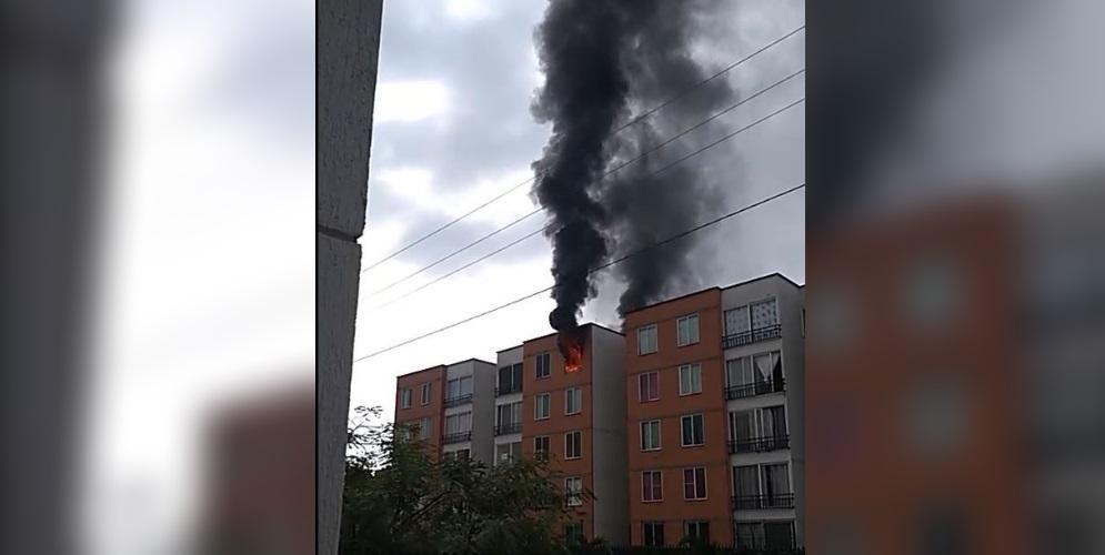 Un apartamento es consumido por las llamas al sur de Cali