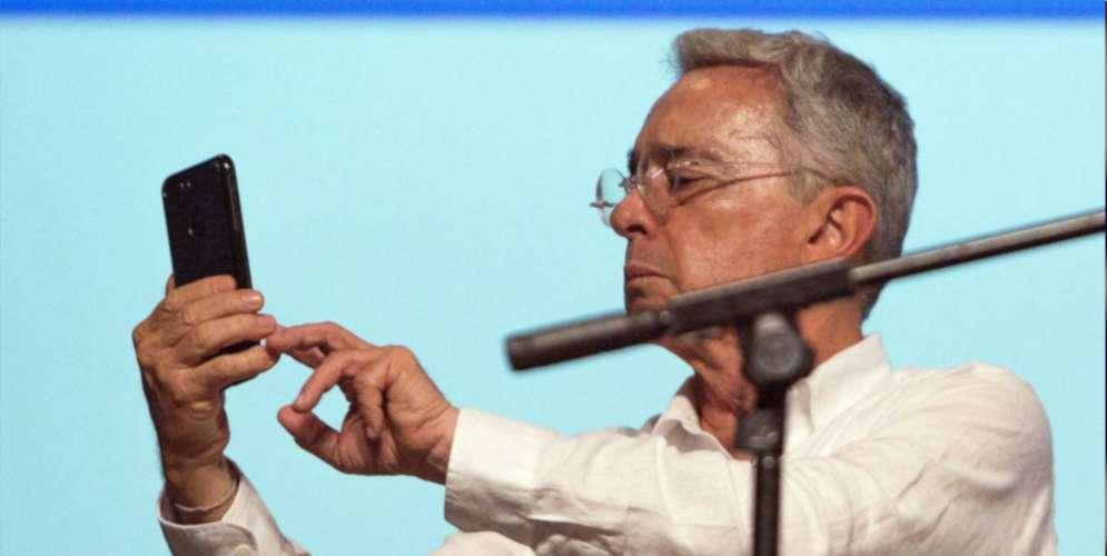 Piden que Álvaro Uribe vaya a la cárcel por tuit incendiario