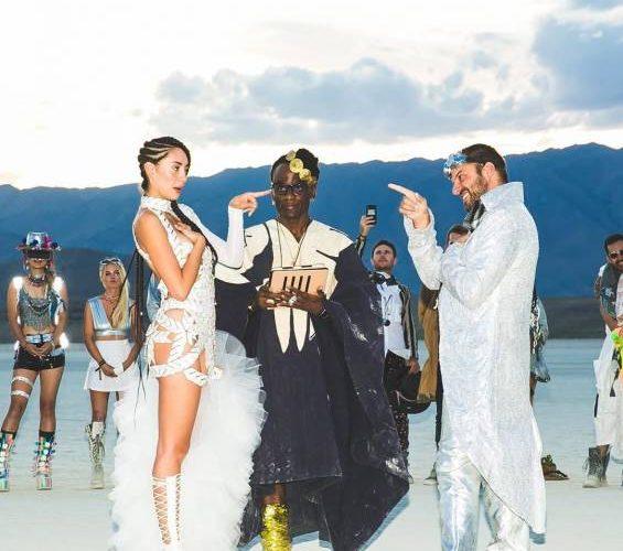 La excéntrica boda de Carolina Guerra en un desierto de EE.UU.