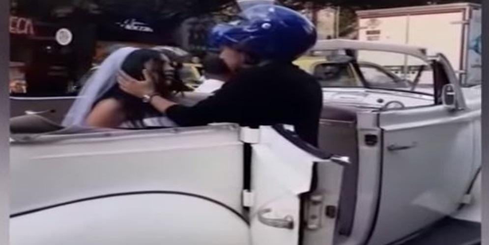 VIDEO: Hombre le ruega a una mujer en plena calle que n...