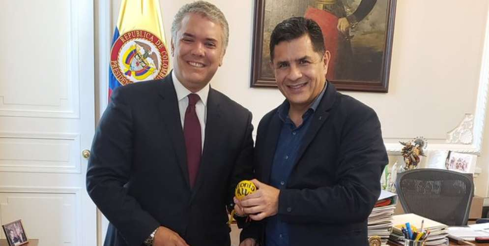 Jorge Iván Ospina le llevó una canasta de naranjas al Presidente Iván Duque