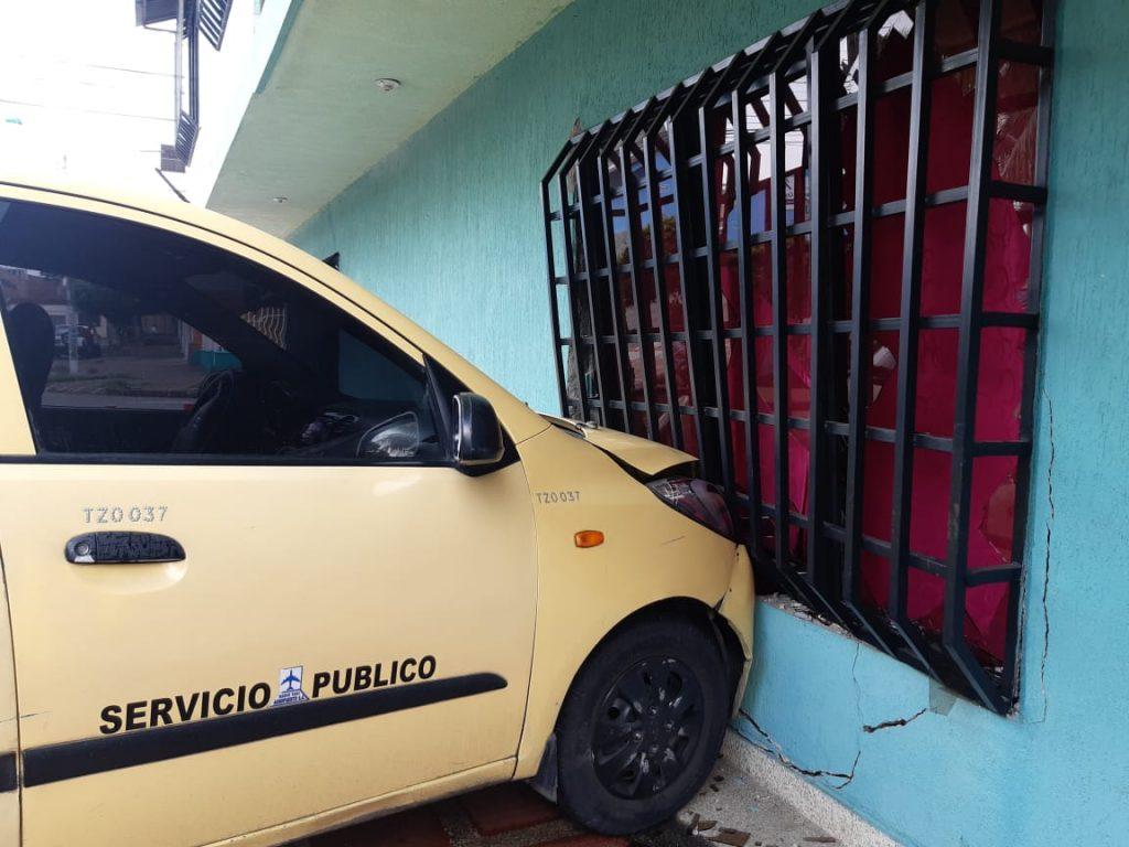 choque taxi la libertad