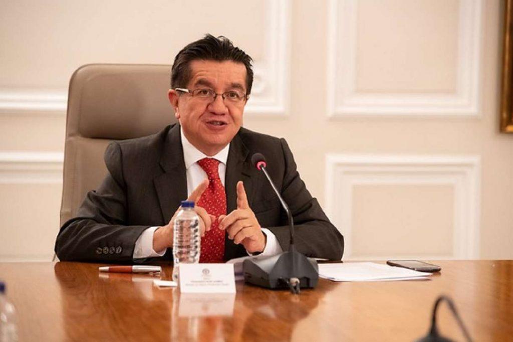 Continúan restricciones de transporte con los países vecinos: MinSalud
