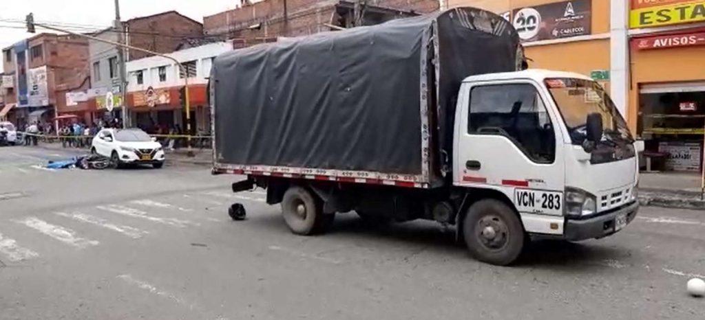Motorizada perdió la vida tras ser atropellada por un furgón en San Nicolás