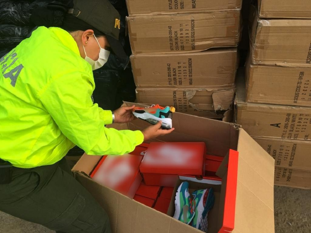 Decomisan 24 mil pares de zapatos de contrabando en Cali