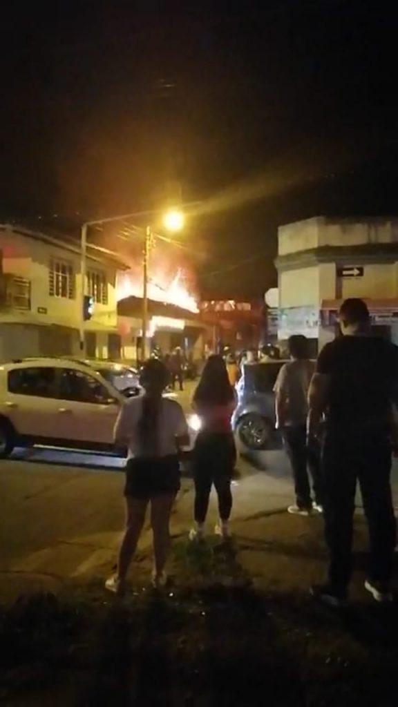 Dos bomberos heridos durante la Noche de las Velitas en Tuluá