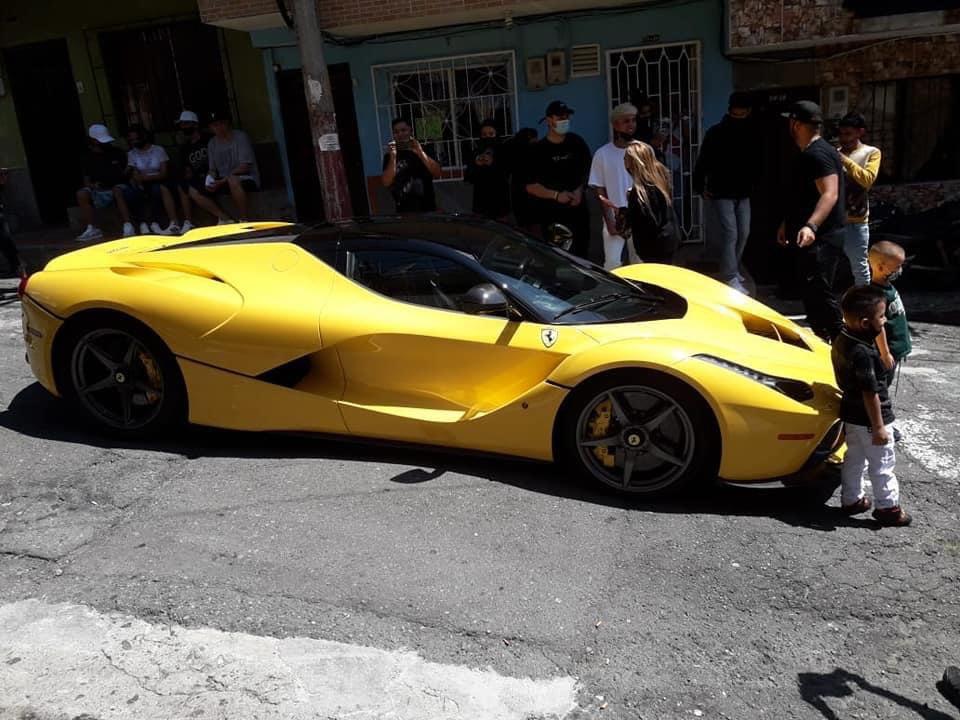JBalvin llegó en un Ferrari