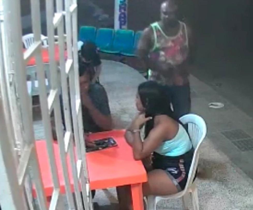 Video: Locutor le dio una brutal paliza a su pareja