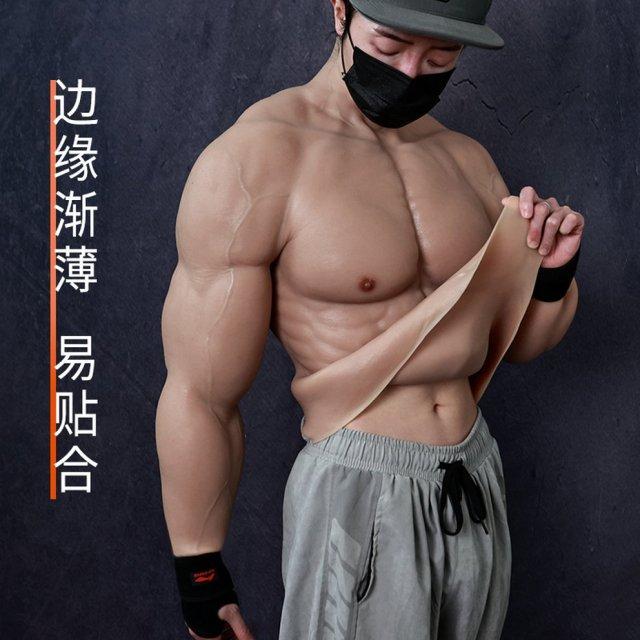 traje musculoso