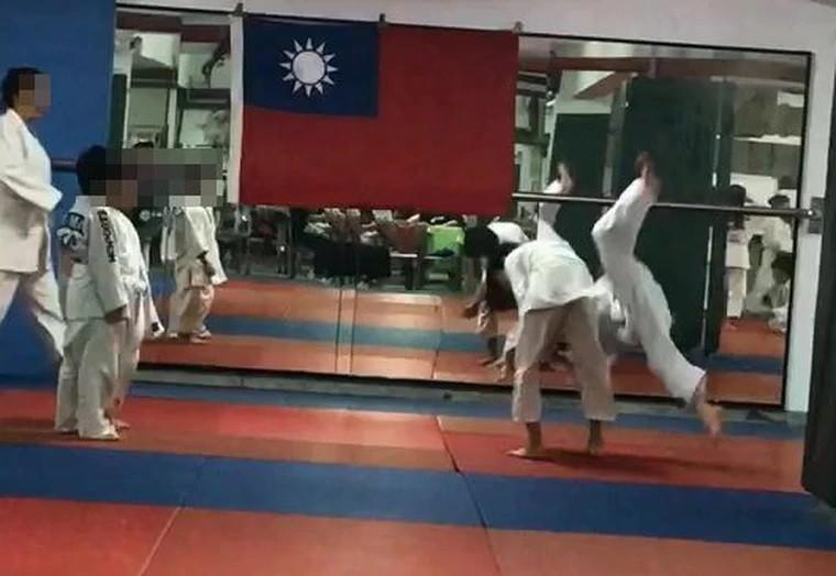 Muere niño que quedó en coma tras brutal clase de judo en Taiwán