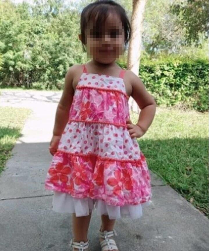 Niña murió asfixiada tras ser olvidada por su niñera en un carro