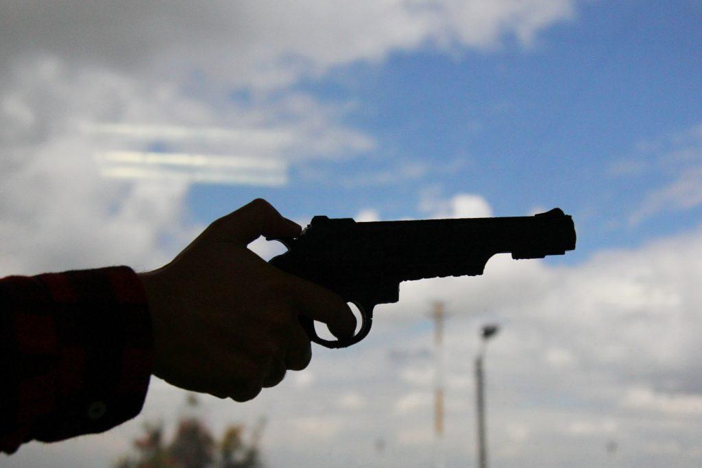 El uso de armas traumáticas lo pondrían en 'cintura'