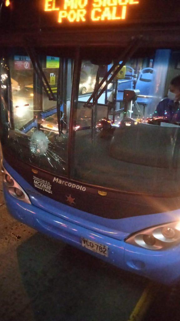 Vandalizan tres buses del MIO este jueves