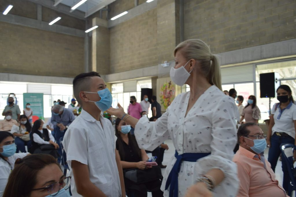 Dilian Francisca Toro celebró entrega de Colegio 10 en Ginebra