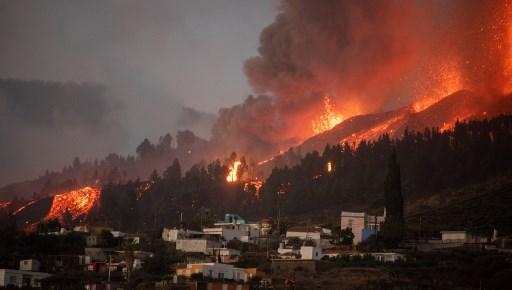 ¡Imágenes impactantes! Así fue la erupción de un volcán en Islas Canarias