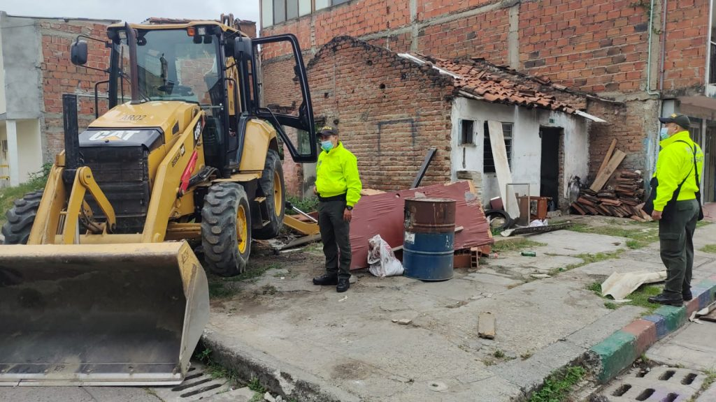 Derriban 'zonas de miedo' en el barrio Marroquín